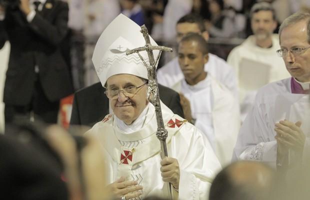 Francisco celebra a primeira missa no Brasil (Foto: Eliária Andrade / Agência O Globo)