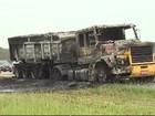 Motorista fica ferido após caminhão pegar fogo na rodovia Carvalho Pinto