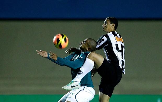Walter goiás e Réver Atlético-mg brasileirão (Foto: Adalberto Marques / Agência Estado)