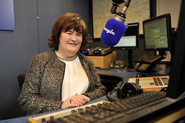 Susan Boyle encantou o mundo inteiro com sua audição no programa 'Britain's Got Talent', em 2009 e, desde então, deu início à uma carreira de cantora. Mas aparentemente, o momento dela passou. Recentemente ela surpreendeu a equipe de uma empresa de apostas em Edinburgh, na Inglaterra, quando perguntou a eles como se inscrever para uma vaga de trabalho que estavam oferecendo. O trabalho era de assistente de vendas, para cumprir 16 horas semanais de serviço. (Foto: Getty Images)