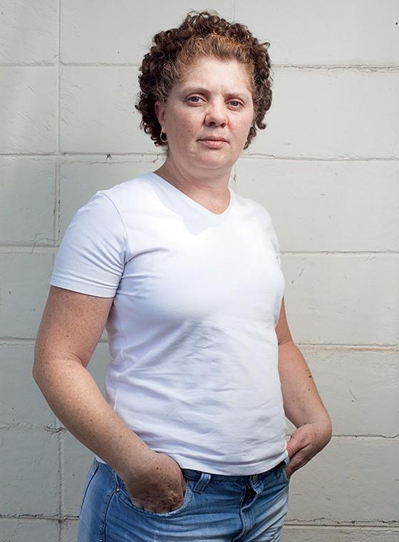 DÚVIDA A analista fiscal Katia Pompilio, de 43 anos. Ela cogita parar a quimioterapia para usar a substância da USP (Foto: Rogério Cassimiro/ÉPOCA)