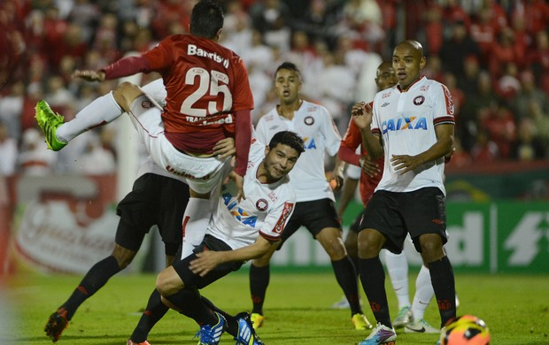 Luis Alberto, Internacional x Atlético-PR (Foto: Edu Andrade/Agência Estado)