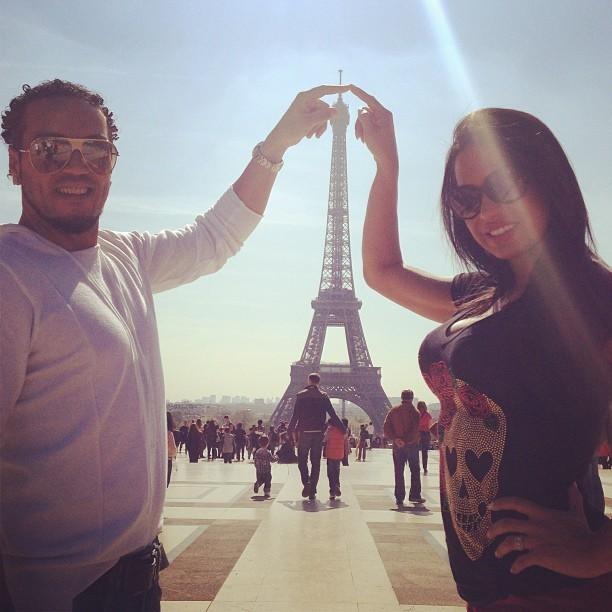 Gracyanne e Belo na Torre Eiffel (Foto: Instagram)