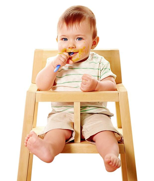Bebê comendo (Foto: Thinkstock)