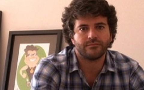 Álvaro Rodrigues não curte mulheres que exageram na roupa e na maquiagem