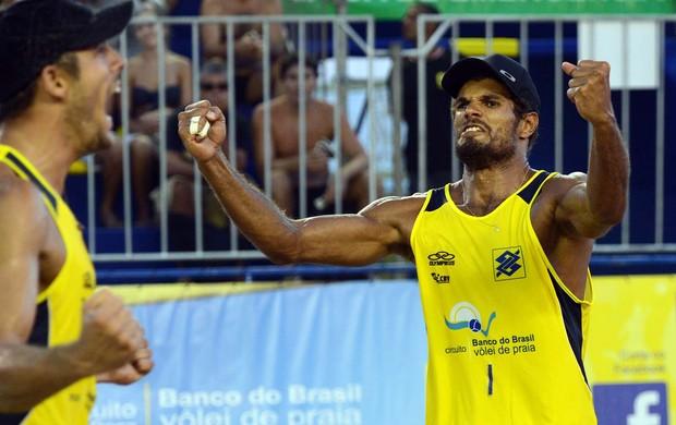 vôlei de praia Oscar e Moisés Rio de janeiro (Foto: Mauricio Kaye / CBV)