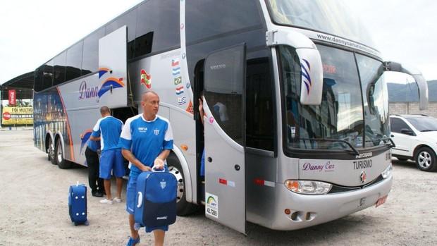 Jogadores do Avaí desembarcam em Florianópolis após derrota para a Chapecoense (Foto: Alceu Atherino, Divulgação / Avaí FC)