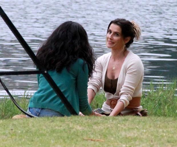 Deborah Secco participa de sequências externas com Aline Dias (Foto: JC Pereira/AgNews)