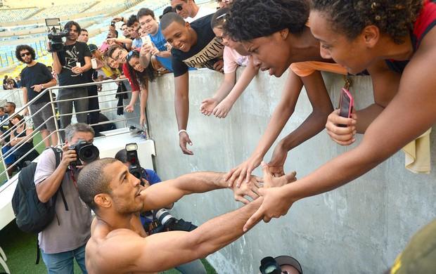 Jose Aldo repitió sus acciones del 2012 , tuvo un entrenamiento abierto para el pueblo por el UFC Rio 5