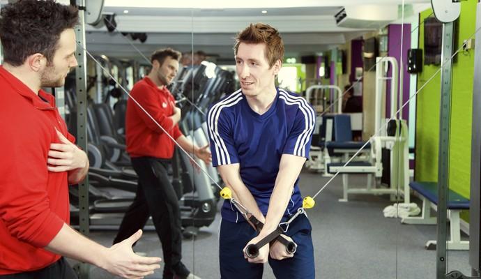 EuAtleta - treinador passa instruções academia (Foto: Getty Images)