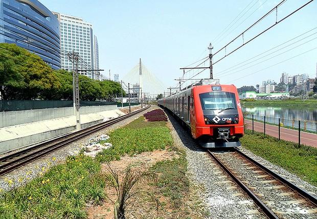 Trem da CPTM percorre trecho da linha 9-Esmeralda, em São Paulo (Foto: Wesley Souza)