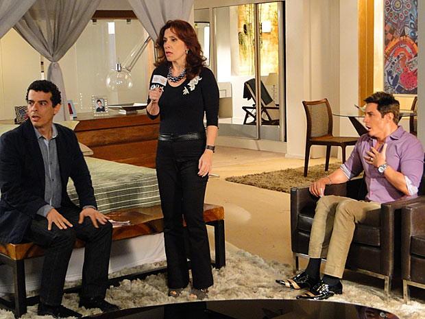 Fabian fica fulo da vida quando Simone revela sua verdadeira idade (Foto: Cheias de Charme / TV Globo)
