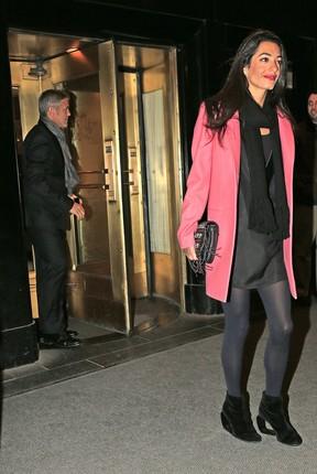 George Clooney e a noiva, Amal Alamuddin, em Nova York (Foto: AKM)