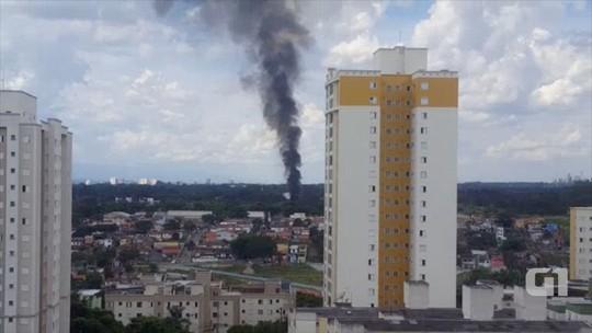 Fumaça em área do DCTA chama atenção de moradores em S. José