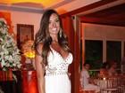 Festa em mansão tem Nicole Bahls, Felipe Dylon e Aparecida Petrowky