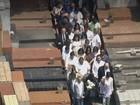 Enterro de Domingos Montagner reúne multidão de fãs em São Paulo