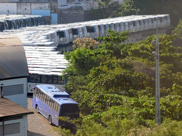 Garagem da Redentor em Jacarepaguá lotada à tarde (Foto: Alexandre Durão / G1)