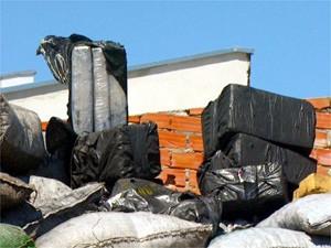 Polícia estima que 4 toneladas estavam escondidas no caminhão (Foto: Reprodução EPTV)