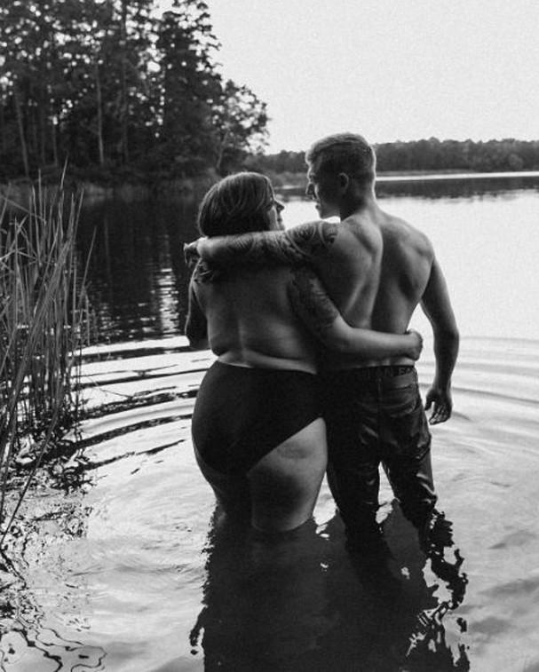Mulher é demitida após ensaio fotográfico com seu marido viralizar (Foto: Reprodução/Instagram)