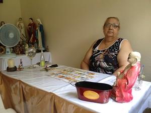 Iara lê o futuro de clientes em outra sala no Centro de Santa Maria (Foto: Felipe Truda/G1)