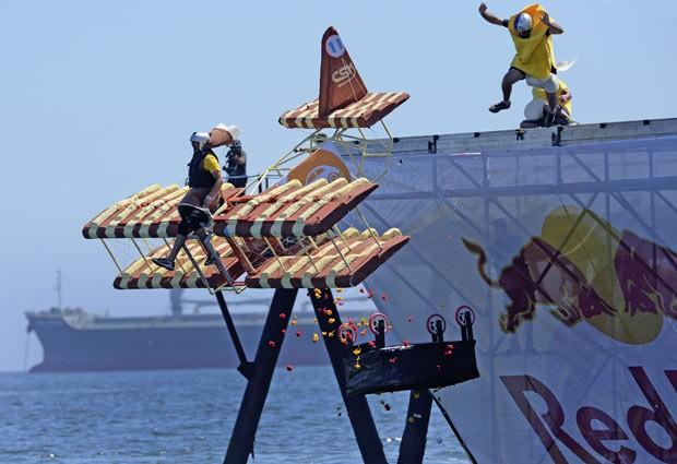 'Máquinas voadoras' competem em festival no Chile (Foto: Martin Bernetti/AFP)