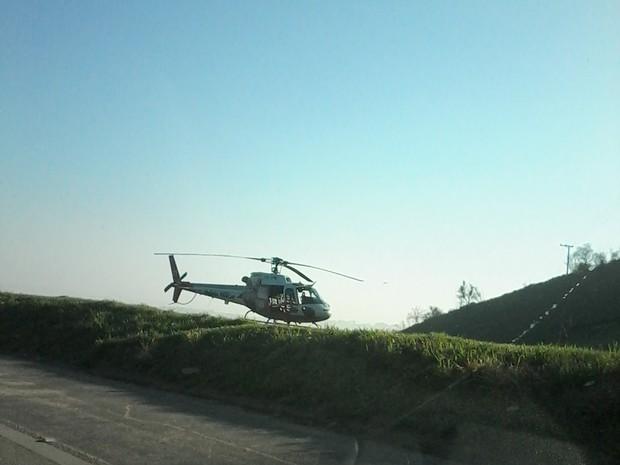 O helicóptero de Polícia Militar levou uma das vítimas para o Hospital das Clínicas de São Paulo (Foto: Kadu Domingues/Tem Você)