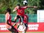 Suspensão de Paulão dá chance a Réver em fase invicta da zaga do Inter