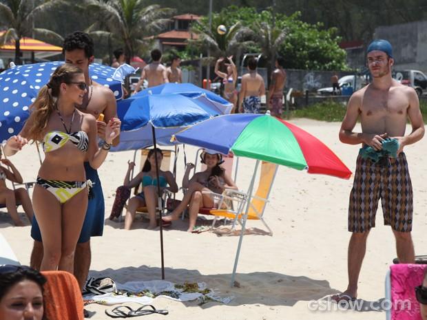 Sidney tenta disfarçar o ciúmes por Sofia  (Foto: Carol Caminha / TV Globo)