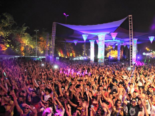 Festival une música eletrônica a brinquedos de parque de diversão (Foto: Diego Toledano/ G1 AM)