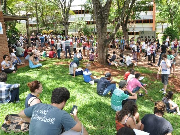 UEL orienta para que os candidatos cheguem com antecedência aos locais de prova (Foto: Divulgação/UEL)