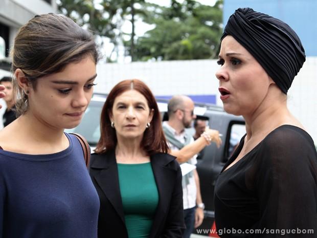 Bárbara fica devastada com a atitude da filha (Foto: Pedro Curi / TV Globo)