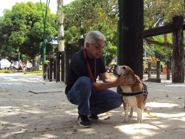 Almiro e Dick passeiam na praça há 10 anos. (Foto: Thais Rezende/ G1 PA)
