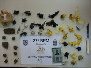 Material encontrado com os suspeitos no bairro Castelo Branco (Foto: Dilvulgação/Polícia Militar)