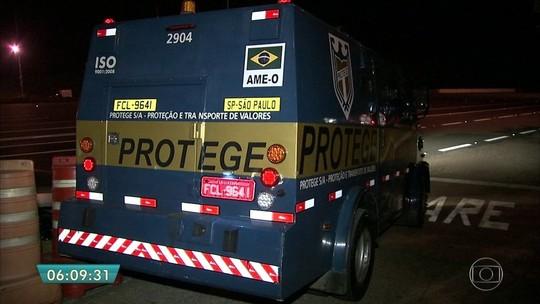 Ladrões são presos em SP após tentativa de roubar carro-forte