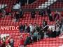 Meia revela apreensão dos jogadores do Manchester com familiares e torcida