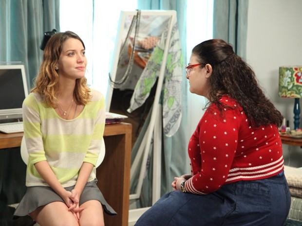 Laura lamenta como a mãe a abandonou (Foto: Carol Caminha / Gshow)