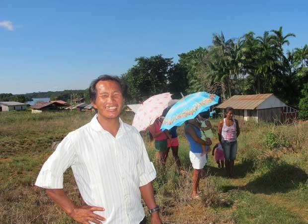 Professor de comunidade indígena em Querari, fronteira com a Colômbia, diz que militares impedem avanço de guerrilha na área, mas que ainda falta progresso ao povo  (Foto: Tahiane Stochero/G1)