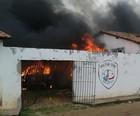 Moradores  põem fogo em delegacia no MA (CIOP/PRF)
