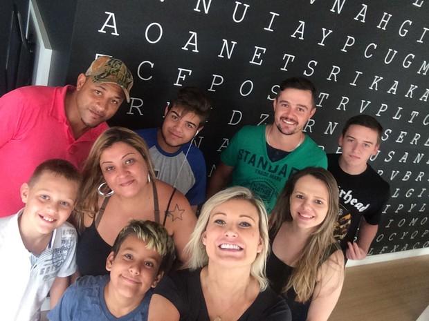 Andressa Urach e amigos em churrasco na sua casa (Foto: Arquivo Pessoal)