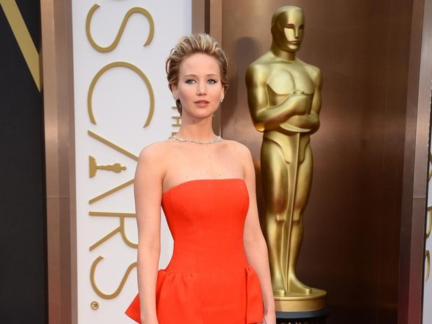 Jennifer Lawrence no tapete vermelho (Foto: AP)