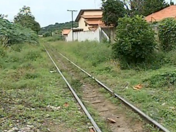 Local é visitado por usuários de drogas, principalmente à noite, segundo moradores (Foto: Reprodução/ TV TEM)