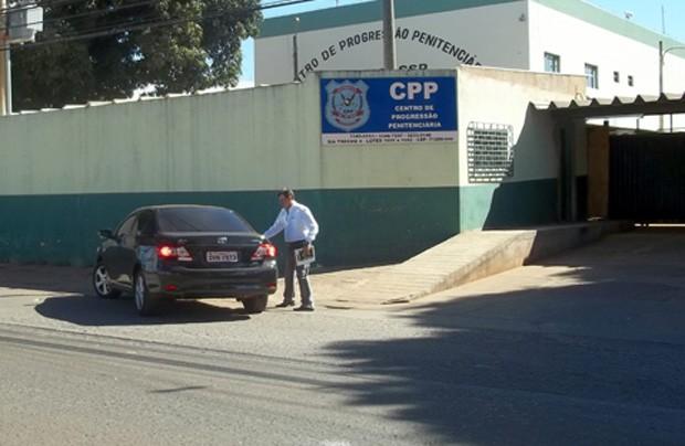 Delúbio Soares foi de carona para a sede da CUT em seu segundo dia de trabalho externo (Foto: Dayane Oliveira / G1)