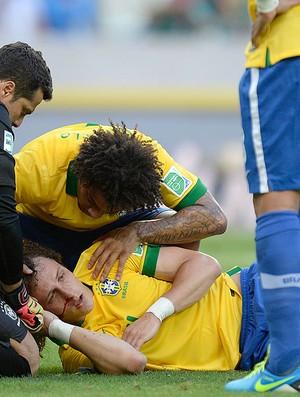 David Luiz atendimento médico jogo Brasil México (Foto: AFP)