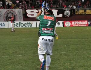 Ivan, goleiro do Joinville, gol de pênalti contra o Marcílio Dias (Foto: Divulgação / JEC)