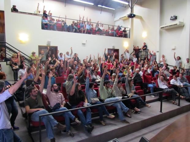 Professores decidiram entrar em greve, durante assembleia na Unicamp (Foto: Fernando Piva / ADunicamp)