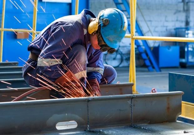 Indústria ; produção industrial ; trabalhador ; operário ; construção ;  (Foto: Shutterstock)