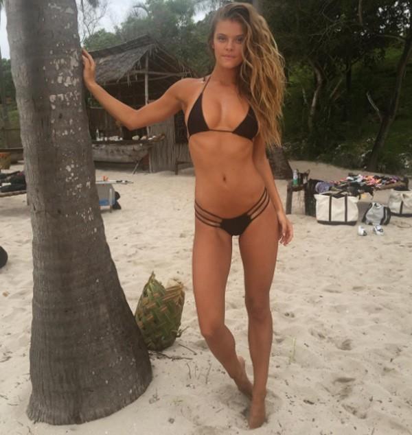 Quando esté de férias, Nina gosta de se exercitar na praia (Foto: Reprodução/Instagram)