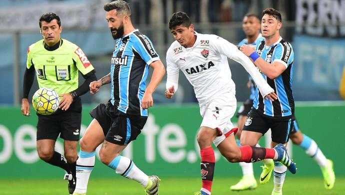 Douglas Grêmio x Vitória (Foto: Vinicius Costa/Futura Press)