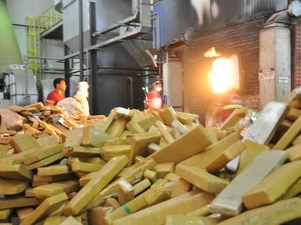 29 toneladas de drogas são incineradas em MS. (Foto: Tatiane Queiroz/ G1 MS)