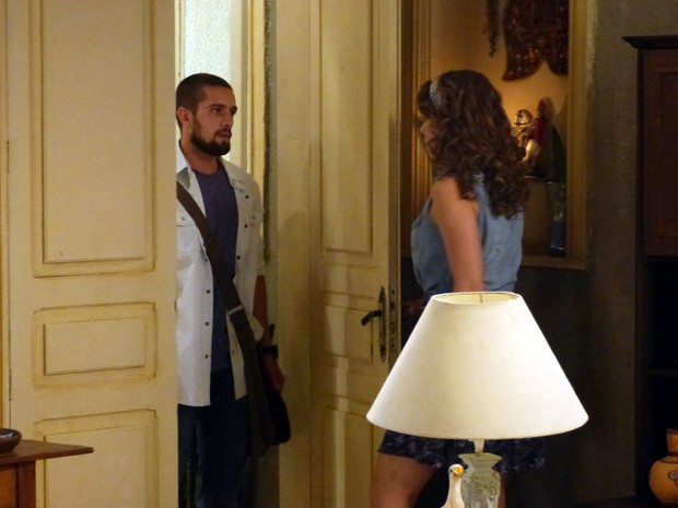 Vicente aparece de surpresa na casa de Cristina (Foto: Império / TV Globo)
